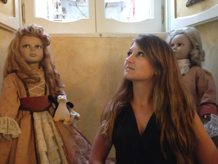 Creepy dolls in the French / Italian restaurant in Assisi, Italy